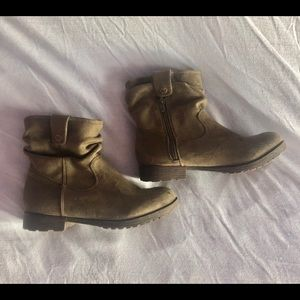 Nine West STACYOL1 Olive Suede 5.5M Ankle Booties